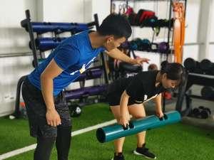 健身房女生的健身项目